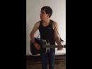 Крутой чувак поёт крутую песню