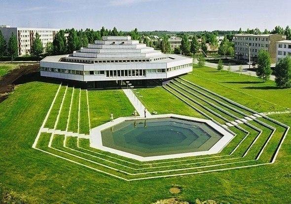 Космическая коммунистическая архитектура  Фредерик Шобин (Frederic Chaubin), главный