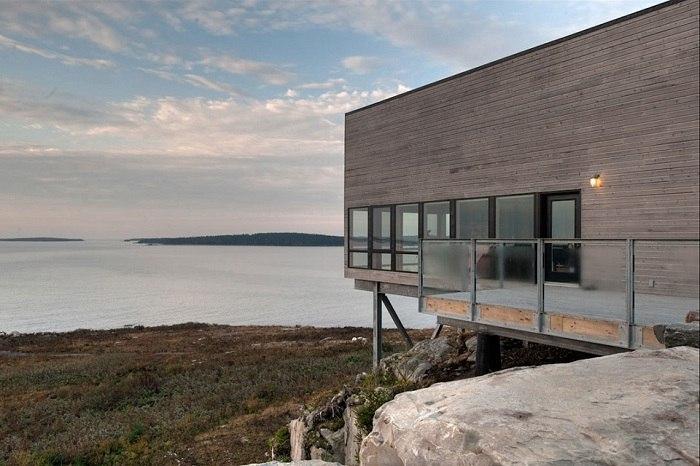 Дом над обрывом у Атлантического океана