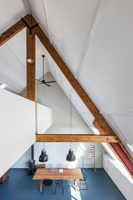 Жилой лофт в здании старой школы  Архитекторы Studio