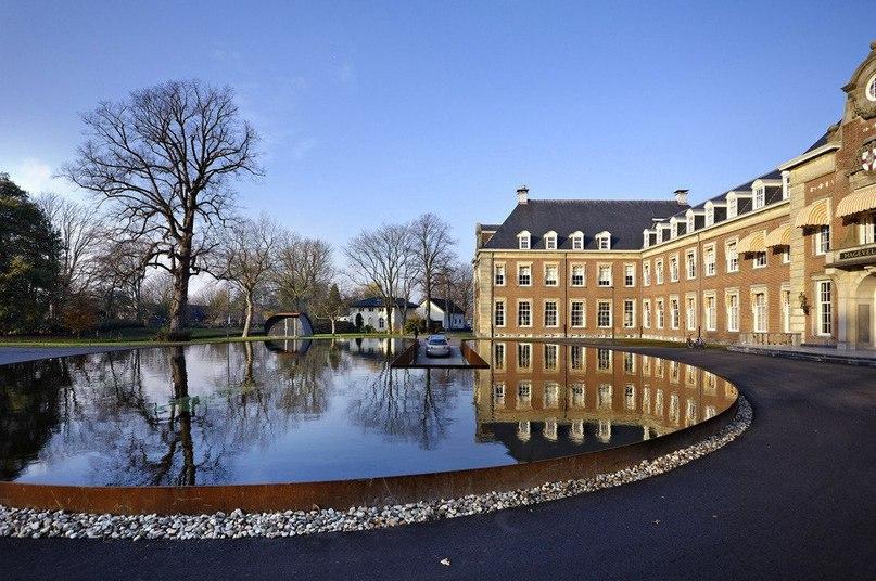 Декоративный #пруд у жилого комплекса в Нидерландах  Архитектурное