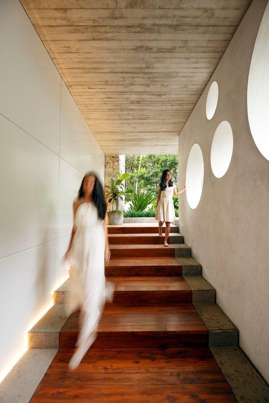 Дом с галереей в тропическом лесу Гватемалы  Проект