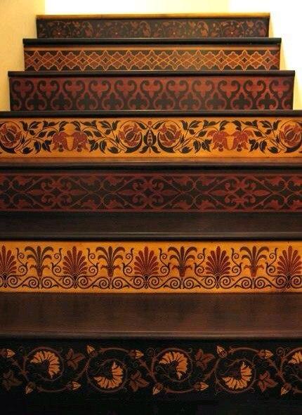 Примеры использования мозаики из шпона на лестничных