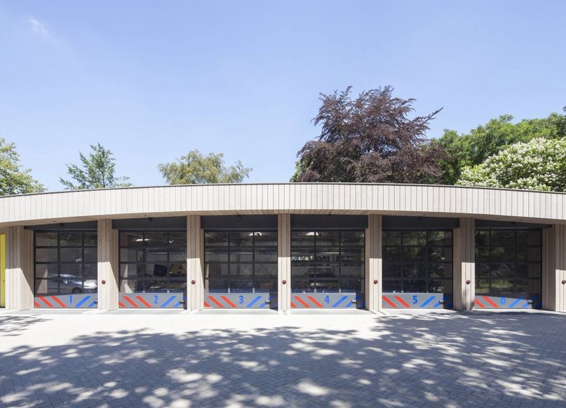 Ambulance station by Architectenforum features plant-covered walls