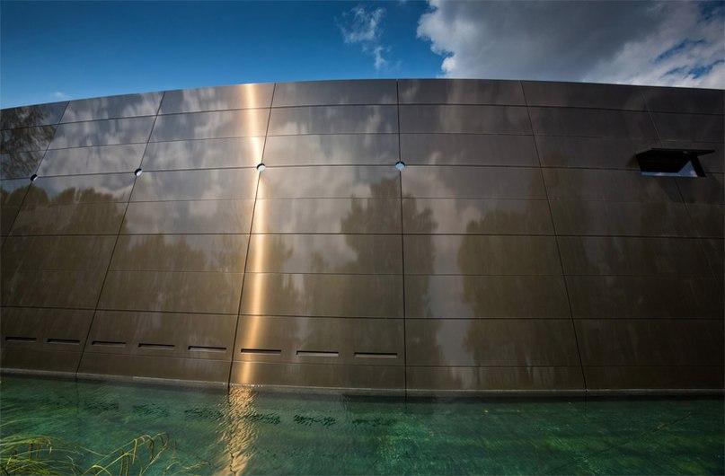 Французский дизайнер Филипп Старк (Philippe Starck) совместно