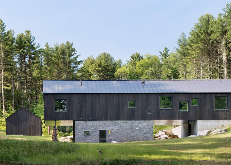 O'Neill Rose creates elongated wooden home in