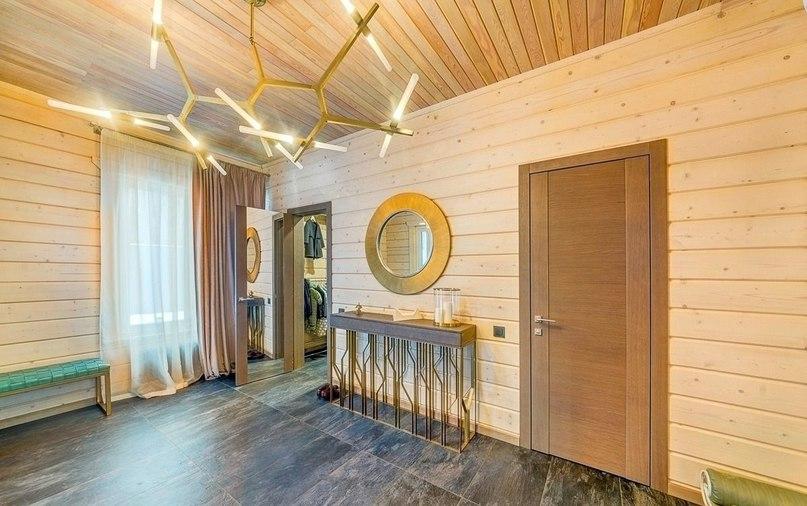 Дизайн интерьера дома из клееного бруса  Площадь дома: 340 м²
