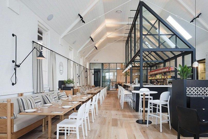 Ресторан The Old Library в здании церкви  Над оформлением ресторана The Old Library работал дизайнер Hecker Guthrie.