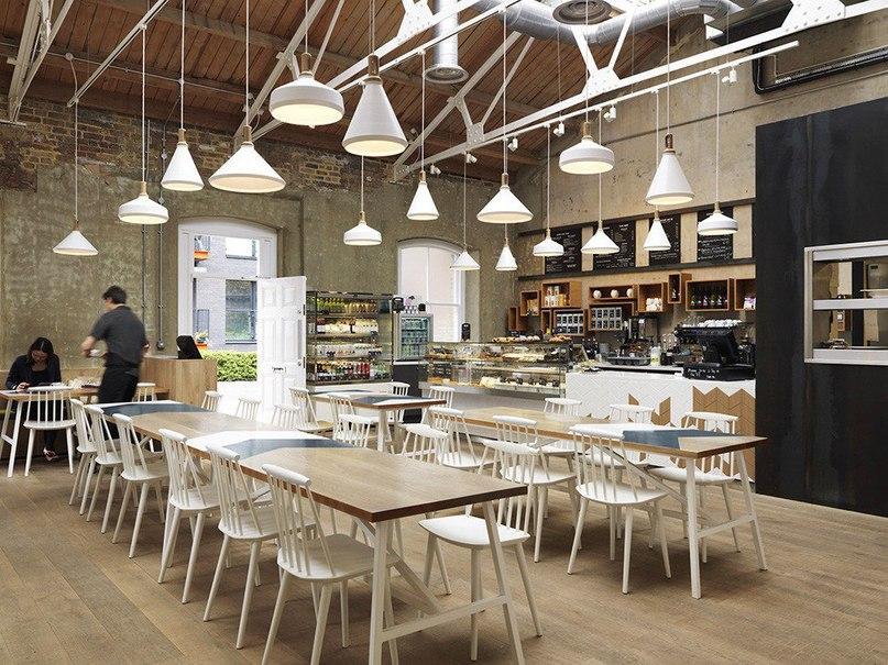 Кафе Cornerstone в Лондоне  Кафе Cornerstone занимает старое промышленное здание в восточной части Лондона, ранее принадлежащее военному заводу, производящему оружие для Королевского военно-морского флота.
