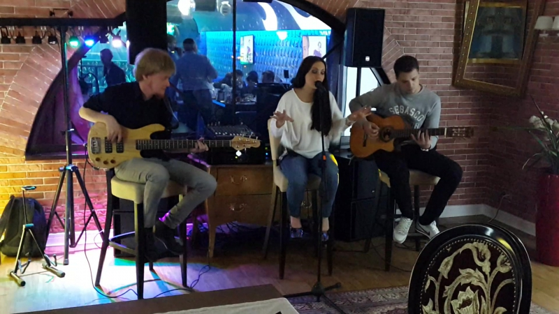 Meghan Trainor — All About That Bass (by BARBERRY cover band trio)