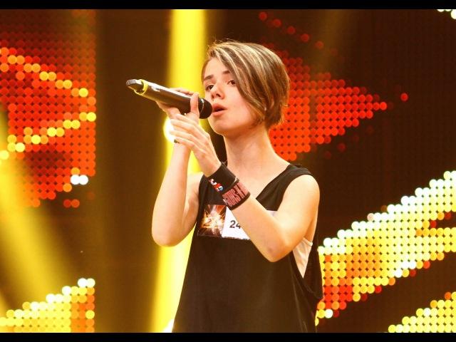 "Leonard Cohen - ""Hallelujah"". Vezi interpretarea Xeniei Chitoroagă la X Factor!"