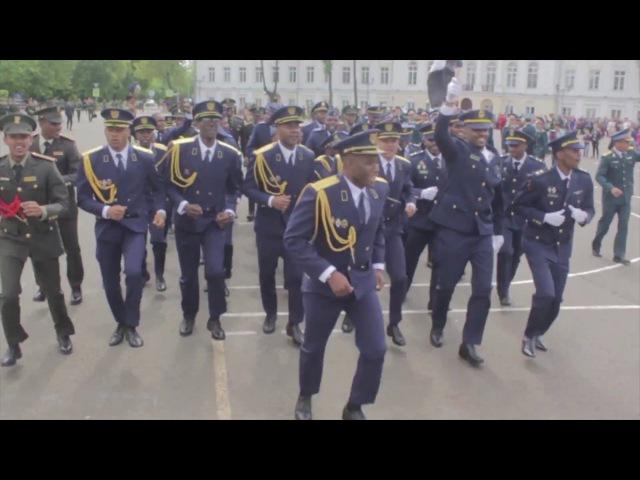 Шок видео взорвало интернет Возможно самый грозный боевой марш Танцы африканских курсантов Ангола