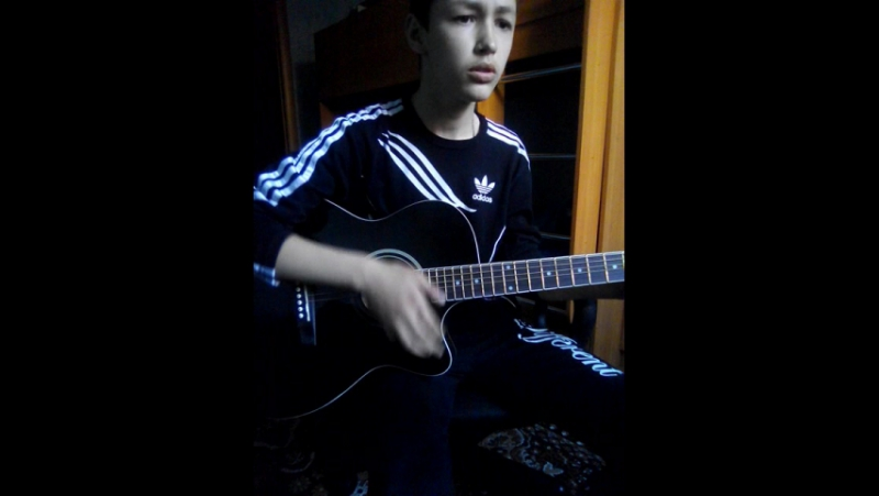 Песня Здравствуй мама. (на гитаре)