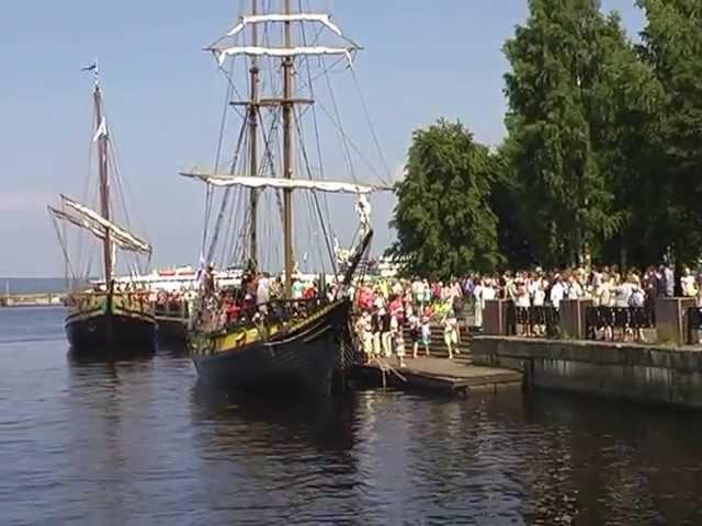 На набережной Петрозаводска во время празднования дня Города. 29 июня 2013 г.