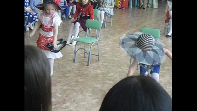 Танец маленьких модниц к 8 Марта 2017 г г Никольск д с №9 Пензенской области