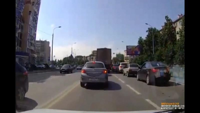 В Казани женщину-нарушительницу сбила машина на автобусной полосе