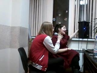 ученица Катарина , и учитель Костенко Юлия, разучивание песни ?? ,вот так весело мы учим ? песня Гори твое фото