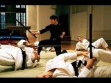 Джет Ли - против 30 каратистов,братьев близнецов и негра качка