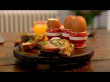 Яйца всмятку с анчоусными тостами от Гордона Рамзи