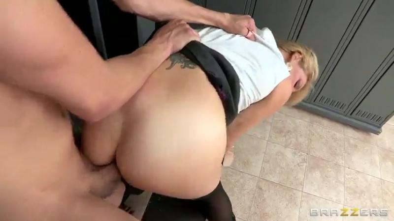 Xander Corvus отымел красотку Charlee Chase в душе brazzers porn Big Dick Worship School