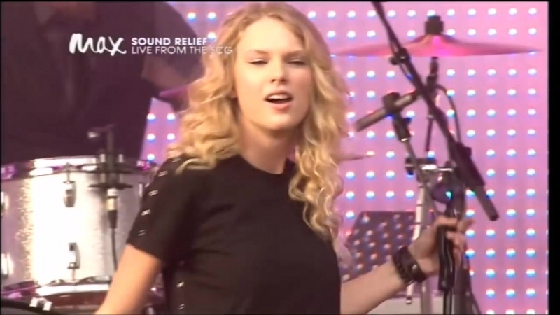 Taylor Swift - You Belong With Me (Live at Sound Relief, Sydney 2009)