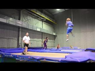 Трюки на батуте. 6-летний трюкач Кучеренко Андрей.