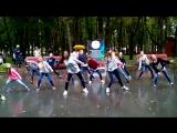 Укрденсики хипхопят под дождём)))# выселые и любимые# дети наше все#дети в танце#танцы под дождём