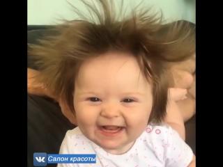 Я с ума схожу от волос этой малышки