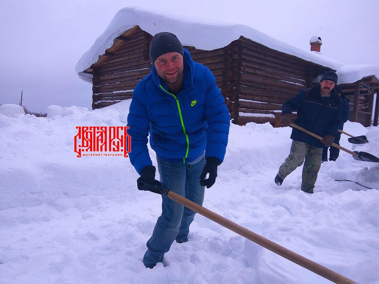 убираем снег, русская зима, чистый воздух