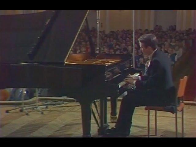 Mikhail Pletnev plays Beethoven Piano Sonata no. 21, Waldstein - video 1987