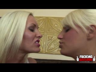 Gotporn-blonde-lesbians-spitting