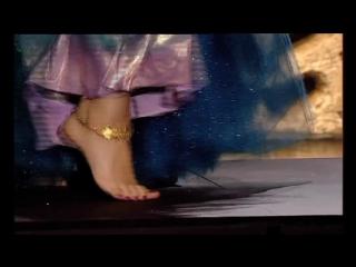 Mariam Fares bare feet
