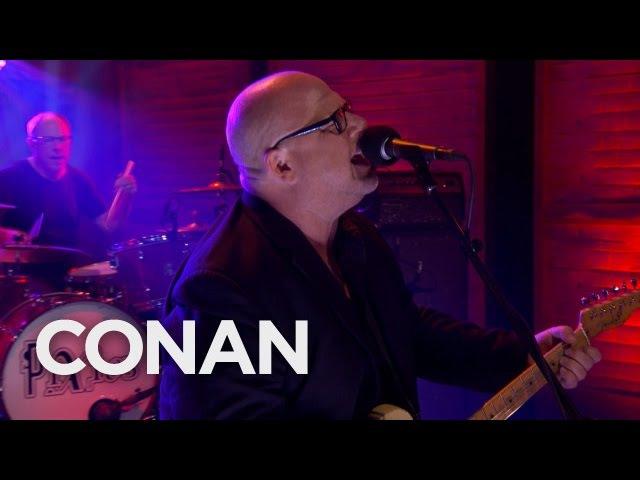 Pixies - Bel Esprit (Live On Conan, 27.04.17)