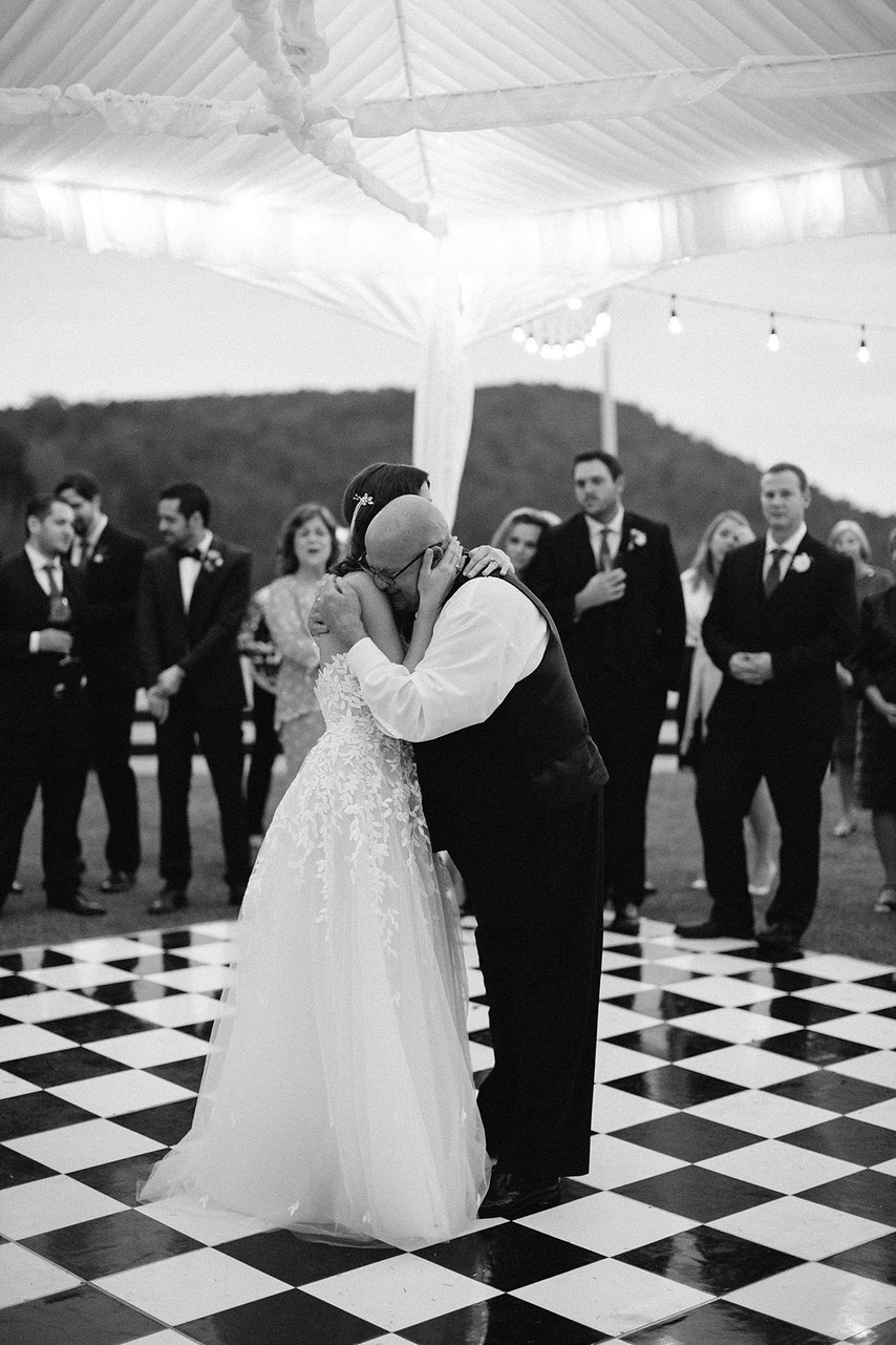 fYM7TLHoGdo - Свадьба Ричарда и Джанет (32 фото)