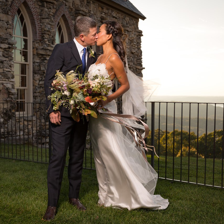 iAD3KDcfSEc - Ее интересовали расценки на услуги свадебных ведущих... (25 фото)