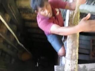 Спуск в шахту и добыча драгоценных камней на Шри-Ланке