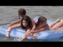 Отдых, нудистки в Одессе. Девочки плавают на матрасе голые.