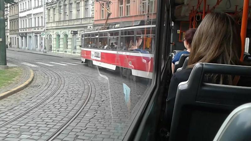 Поездка на трамвае Tatra T6A5 до Hlavny Hadrazi