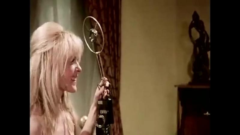 Auch Ninotschka zieht ihr Höschen aus (1973)