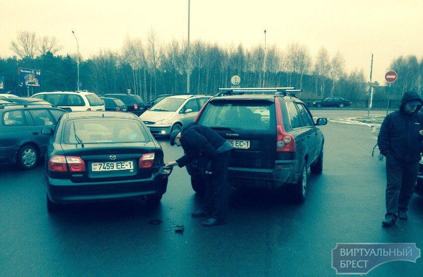 В магазинах - очереди, парковки все заняты. Новогодний ажиотаж!