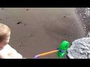 Ребенок, колесо и море. 2