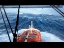 Шторм в океане, вид с корабля.