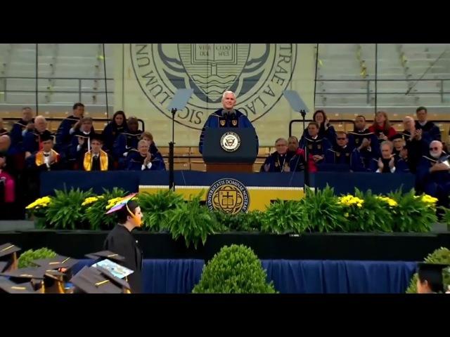 Студенческий бунт: выпускники университета в США объявили бойкот вице-президенту