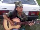 Игра на гитаре Очень Красиво Поёт Девушка армейские песни