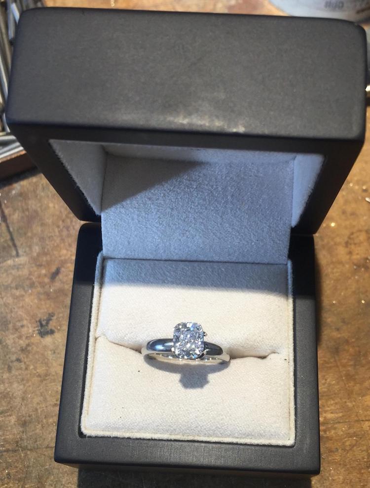 Скоро он станет профессиональным свадебным ведущим. А сейчас делает необыкновенные подарки своими руками...