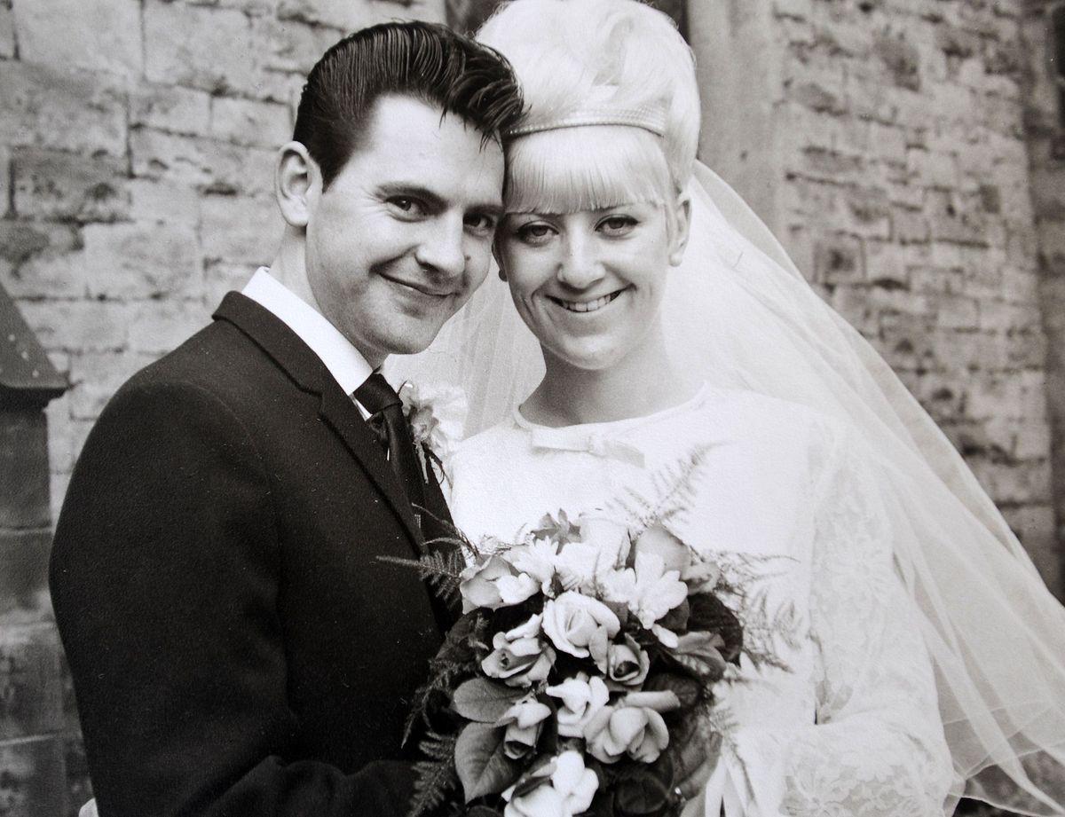 Золотая свадьба в том же самом платье, что и 50 лет назад. (5 фото). Сайт ведущего на свадьбу Павла Июльского. Заказ услуг ведущего на проведение свадьбы: +7(937)-727-25-75 и +7(937)-555-20-20