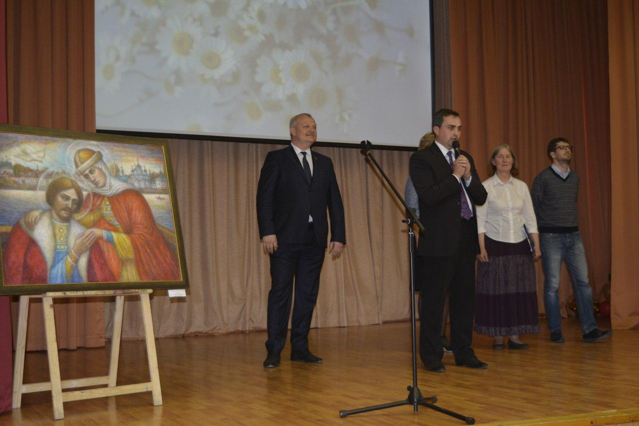праздник дня семьи, выступает с речью Громов И.И.