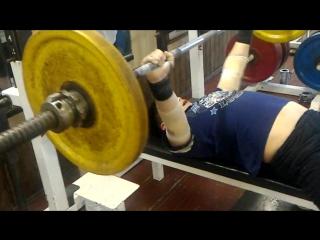 Георгий Жигалин (11 лет) после соревнований решил пожать на макс.количество. 55 кг на 20 раз.
