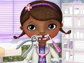 Игра доктор! Зубной врач рвет зубы и сверлит пломбы Ставим уколы!