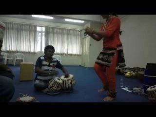 Chandrajith tabla practicing Kathak bhol with Adi